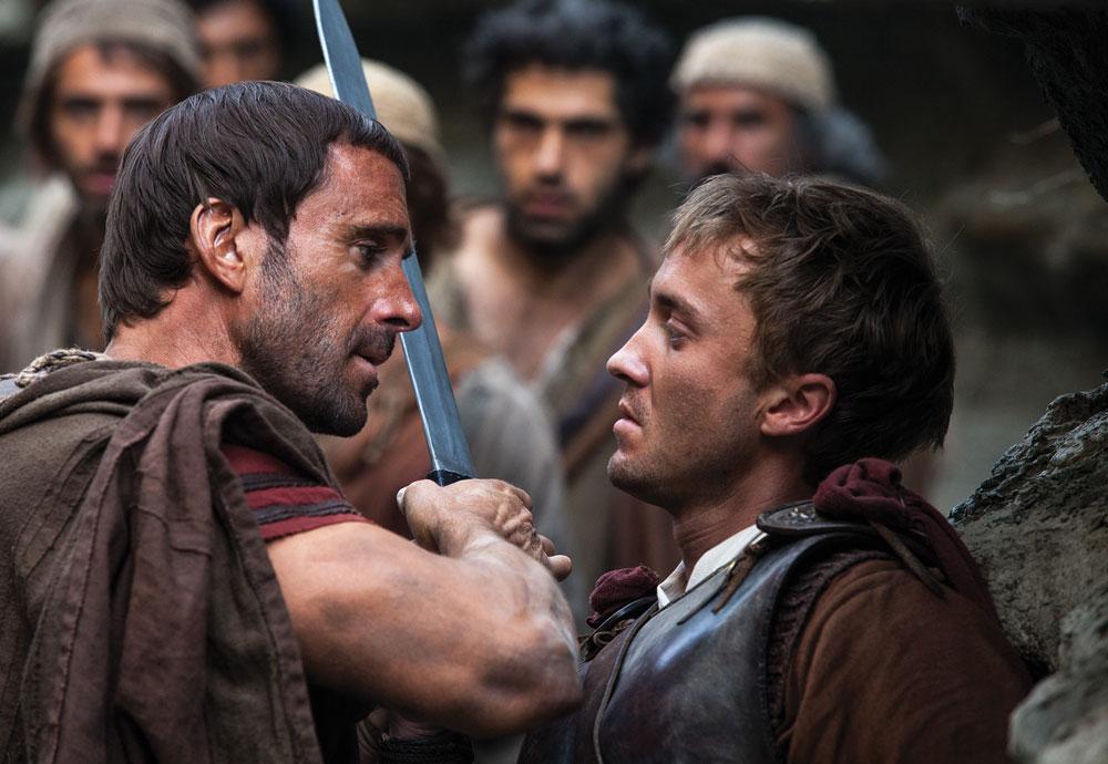(l to r) Joseph Fiennes with Tom Felton.