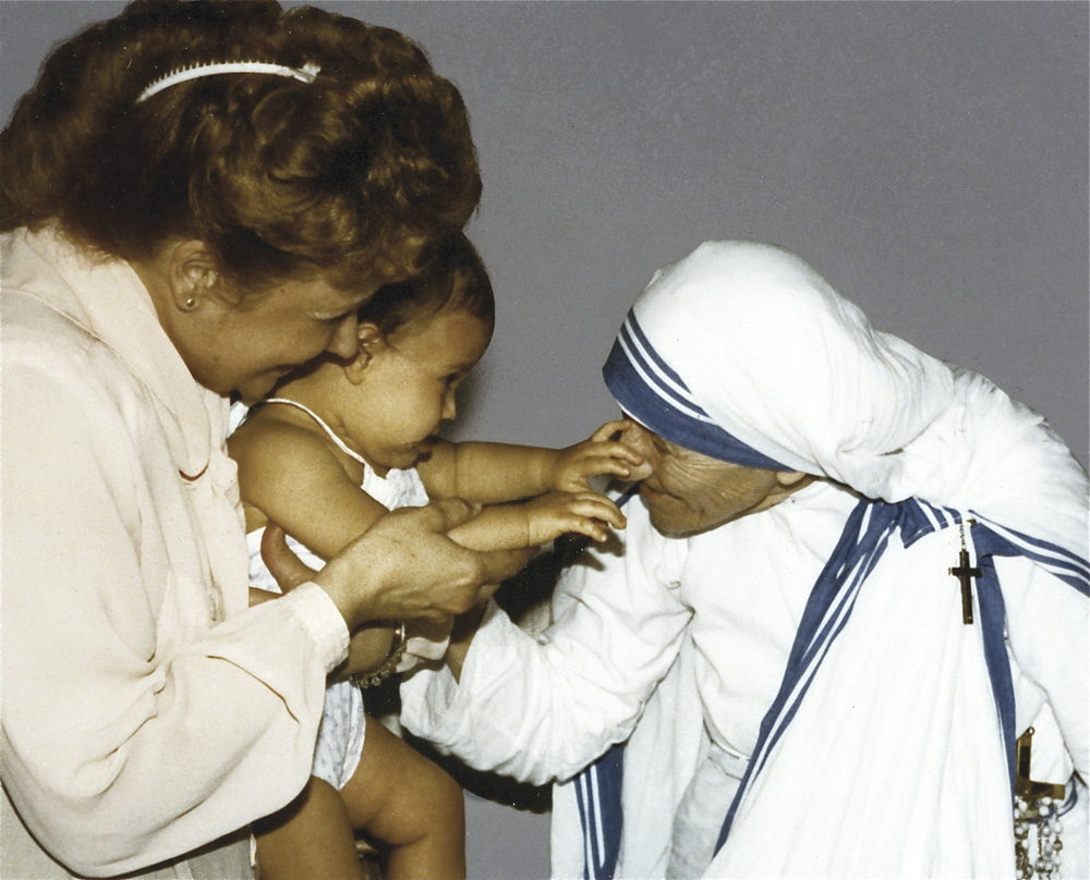 Kathy DiFiore with Mother Teresa. Photograph courtesy of Roadside Attractions
