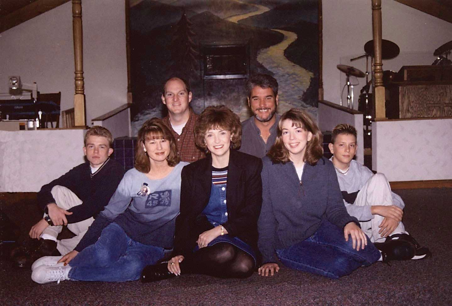 Beth Nimmo with her kids and their spouses: (l to r: bottom row) Craig Scott, Bethanee McCand- less, Beth, Dana Scott, Mike Scott. (l to r: top row) Don McCandless and Larry Nimmo.